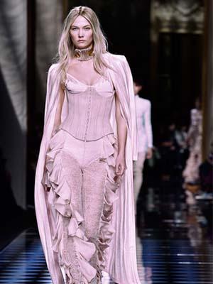 Celebrities Karlie Kloss Wearing Corset- Waist Training